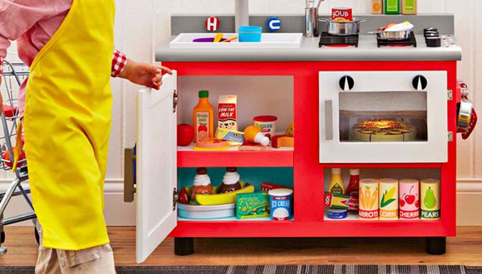 http://d1xqd9uix8qb8i.cloudfront.net/articles/original/photos/2547_Child_kitchen_play.jpg?1413490519